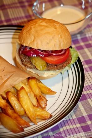 Fishburgery z frytkami i sosem cesarskim