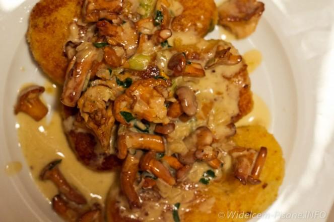 Kotlety z ziemniaków z sosem kurkowym