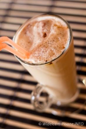 Kawa mrożona w lodami orzechowymi