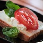 Szybkie śniadanie – kanapka z fetą