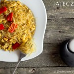 Jajecznica z makaronem ryżowym i fasolą mung